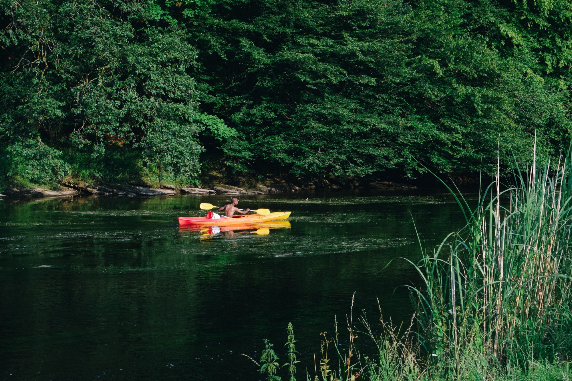 Kayak op de Semois rivier, Belgische Ardennen